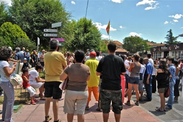 Manifestación contra la subida de sueldo de la alcaldesa y concejales en Alpedrete. 9 de julio de 2011